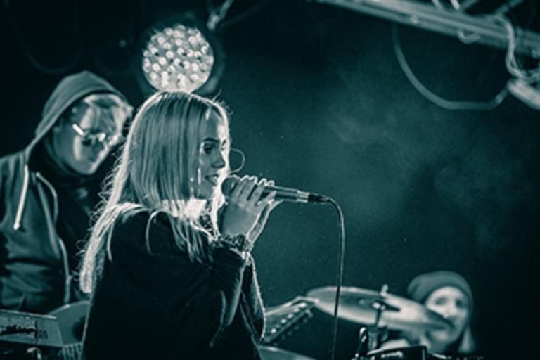 Efterskole Med Musikline Med Band Sangskrivning Og Sang